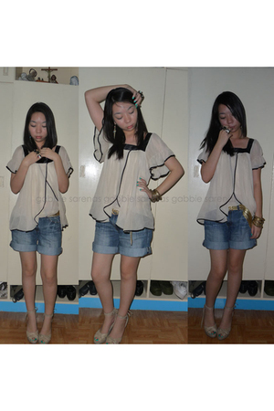 beige Thrift Shop top - blue Bayo shorts - beige shoes