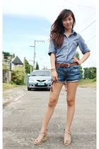 blue top - blue shorts - brown belt - beige shoes