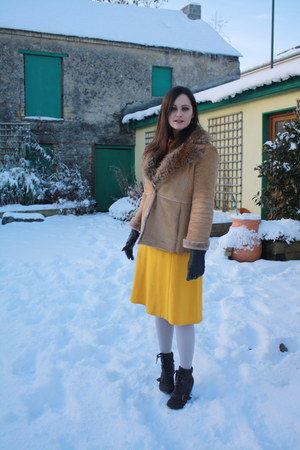 gold vintage dress - beige Guess coat - gray Penneys tights - dark brown Penneys