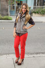 Queens-wardrobe-blouse-jessica-simpson-heels-anthropologie-pants