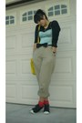 Black-shirt-beige-pants-black-shoes