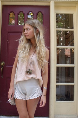 pink Urban Outfitters top - white Topshop shorts - white free people purse