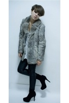 gray 2nd Hand coat - black Topshop boots - black leather Topshop pants