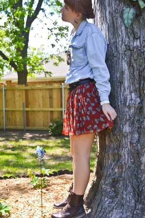 brick red pleated Forever 21 skirt - dark brown combat boots GH Bass boots