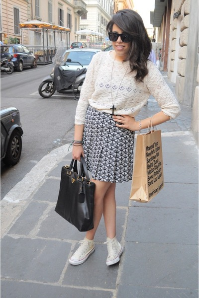 Knitted Zara Cardigans, Black Leather Prada Bags, Printed H\u0026amp;M ...