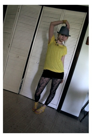 unknown hat - Wet Seal t-shirt - unknown shorts - Wet Seal leggings - Wet Seal s