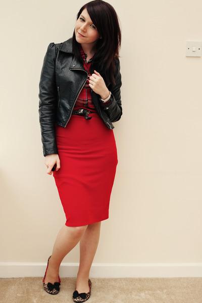 Черная Блузка И Красная Юбка В Омске