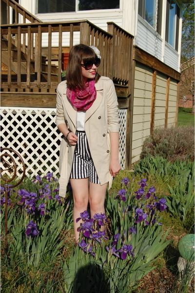 blue vintage shorts - white Hanes t-shirt - beige Zara jacket - pink Mixx shoes