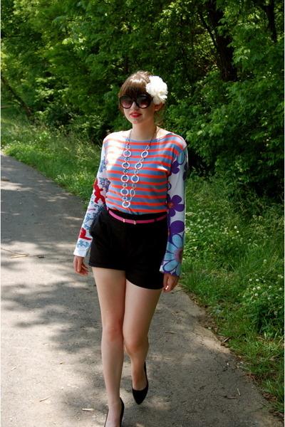 black H&M shorts - black Nine West shoes - blue Custo Barcelona top - pink Targe