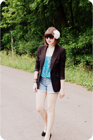 blue vintage Levis shorts - black Nine West shoes