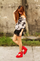 red Dreambig Shop wedges - black chiffon House of Cortez shorts