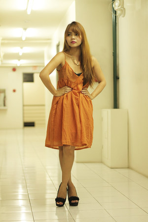 burnt orange Garage Manila dress - black Syrup heels