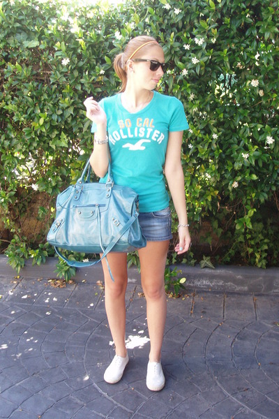 blue hollister t-shirt - blue Zara shorts - white no brand shoes