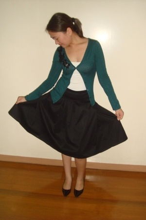 Mango skirt - Mango green cardigan - Kamiseta white tank top - Charles & Keith s