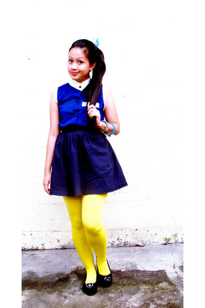 yellow opaque knitted tights - black skirt - navy sheer collared blouse
