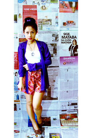 white tube Kamiseta top - purple sheer top - hot pink paisley-clad Jewels shorts