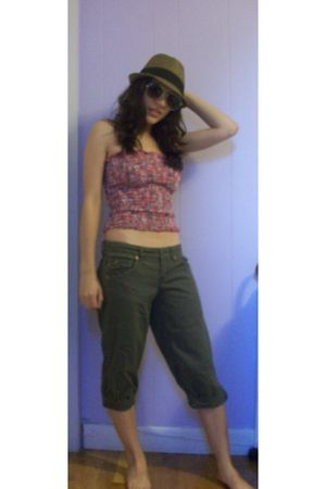 pink Forever 21 top - green pants - brown Arden B hat