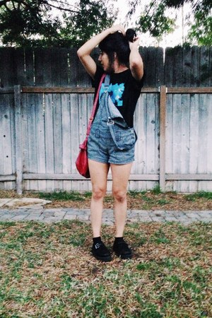 black strap tuks shoes - black boyfriends tee shirt