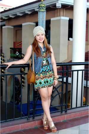 gold Jeffrey Campbell heels - turquoise blue Bazaar dress - beige Yhansy hat
