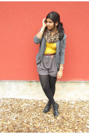 mustard Forever 21 shirt - black Spring shoes - tawny Cleo scarf