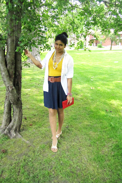 Sirens shirt - Forever 21 shirt - Urban Behaviour purse - H&M skirt - Rickis bel