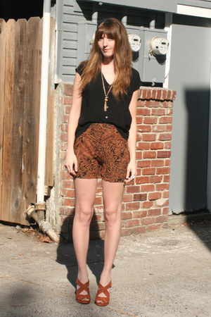 hm heels - thrifted shorts - Urban Outfitters top