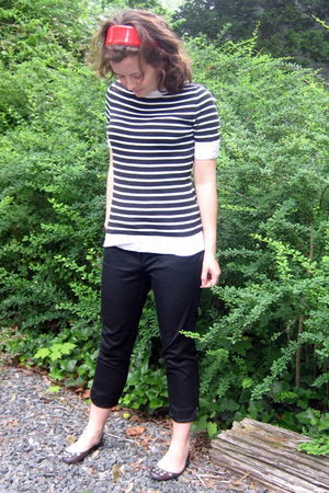 black LOFT old sweater - black NY&CO pants - silver JCrew shoes - red Limited ac