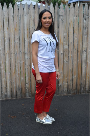 silver sperry shoes - white viva la rock Forever 21 t-shirt - red H&M pants