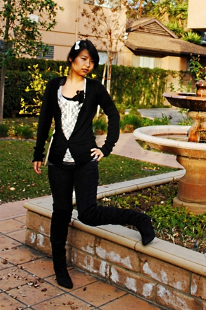 black shoes - white rue21 top - black Wetseal jeans - black cali cardigan - gray