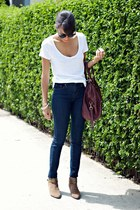 white Juicy Couture t-shirt - light brown Jeffrey Campbell boots