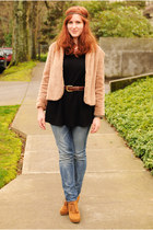 tan faux fur vintage coat - tawny Union Bay boots - Levis jeans - black sweater