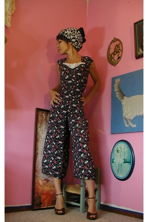AMAZING JUMPSUIT    LISTED NOW