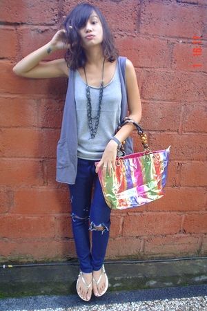 Grey vs PInk top - jeans - vnc shoes