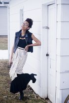 beige goodwill skirt - black savers shoes - black dress - black savers vest