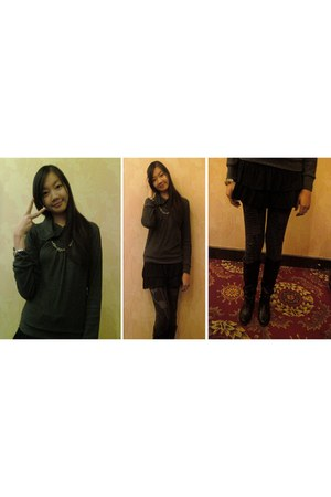 black leather boots - dark gray grudgy leggings - dark gray top - black pleated