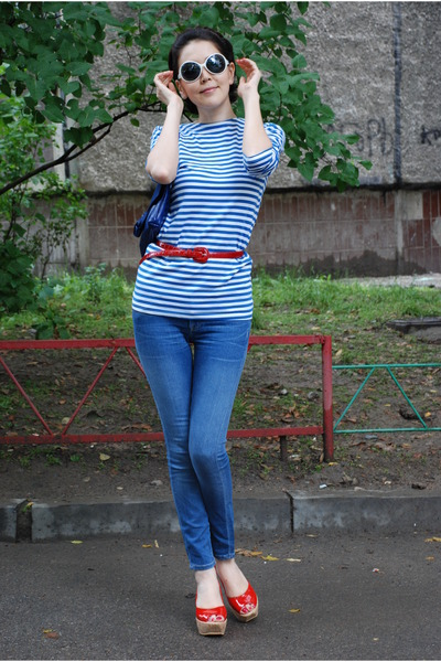 blue no brand t-shirt - blue Genetic Denim jeans - red Vicini shoes - red dune b
