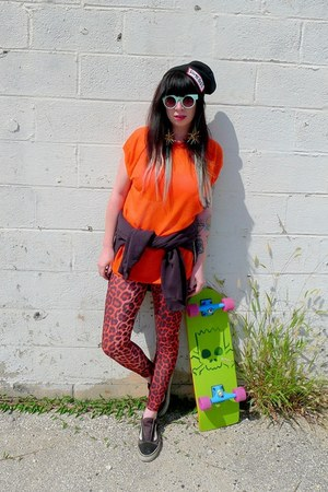 orange leopard Topshop leggings - black logo dimepiece hat
