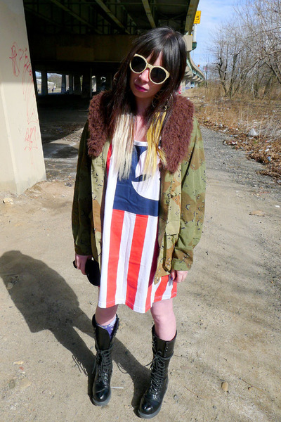 camo Urban Outfitters jacket - flag wu tang shirt