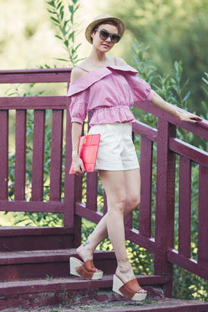 white Chicwish shorts - red Larmoni top