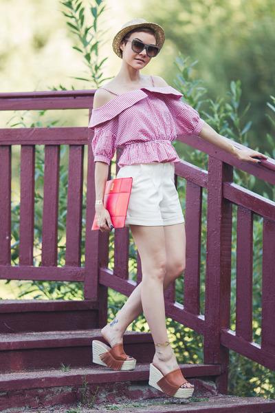 white Chicwish shorts - red Larmoni top