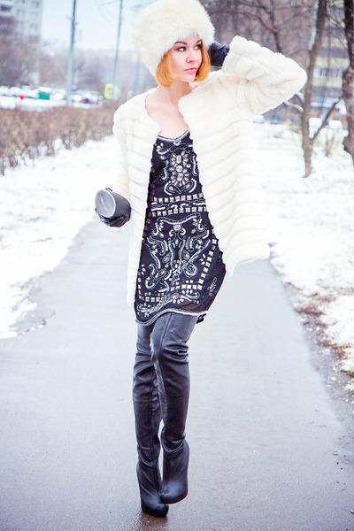 Zarina dress - Chicwish coat