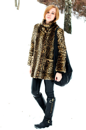 mustard faux fur asos coat - black Guess boots - black leather asos pants