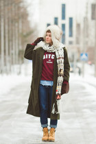 Jessica Buurman coat - fivepoundtee sweater - Couronne bag - JORD watch