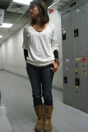 Express sweater - forever 21 shirt - Express jeans - Uggs shoes