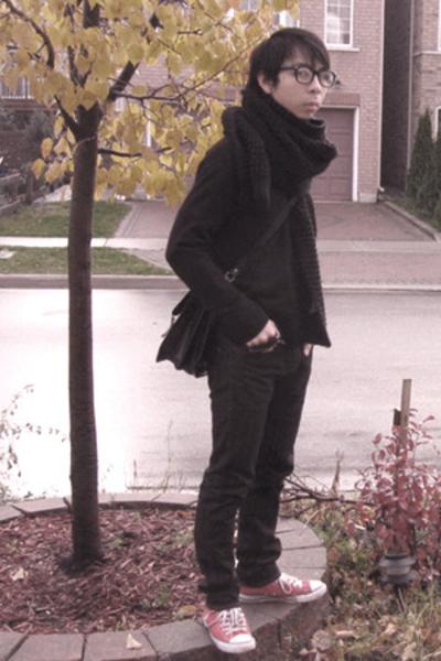 H&M scarf - Gap sweater - vintage purse - Levi jeans - Converse shoes
