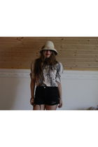 black Urban Outfitters shorts - white Forever New shirt - beige 2nd Hand hat