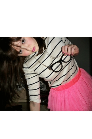 pink H&M skirt - white Urban Outifitters shirt - black necklace