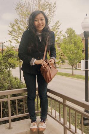 camel shoes - navy blazer - white shirt - brown bag