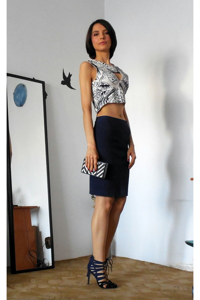 http www chictopia com photo show 1092951 mixing prints navy pencil skirt thrifted skirt zara bag navy lace up zara sandals