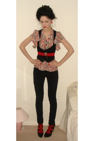 Kurt Geiger shoes - H&M pants - Sara Berman blouse - Newlook vest